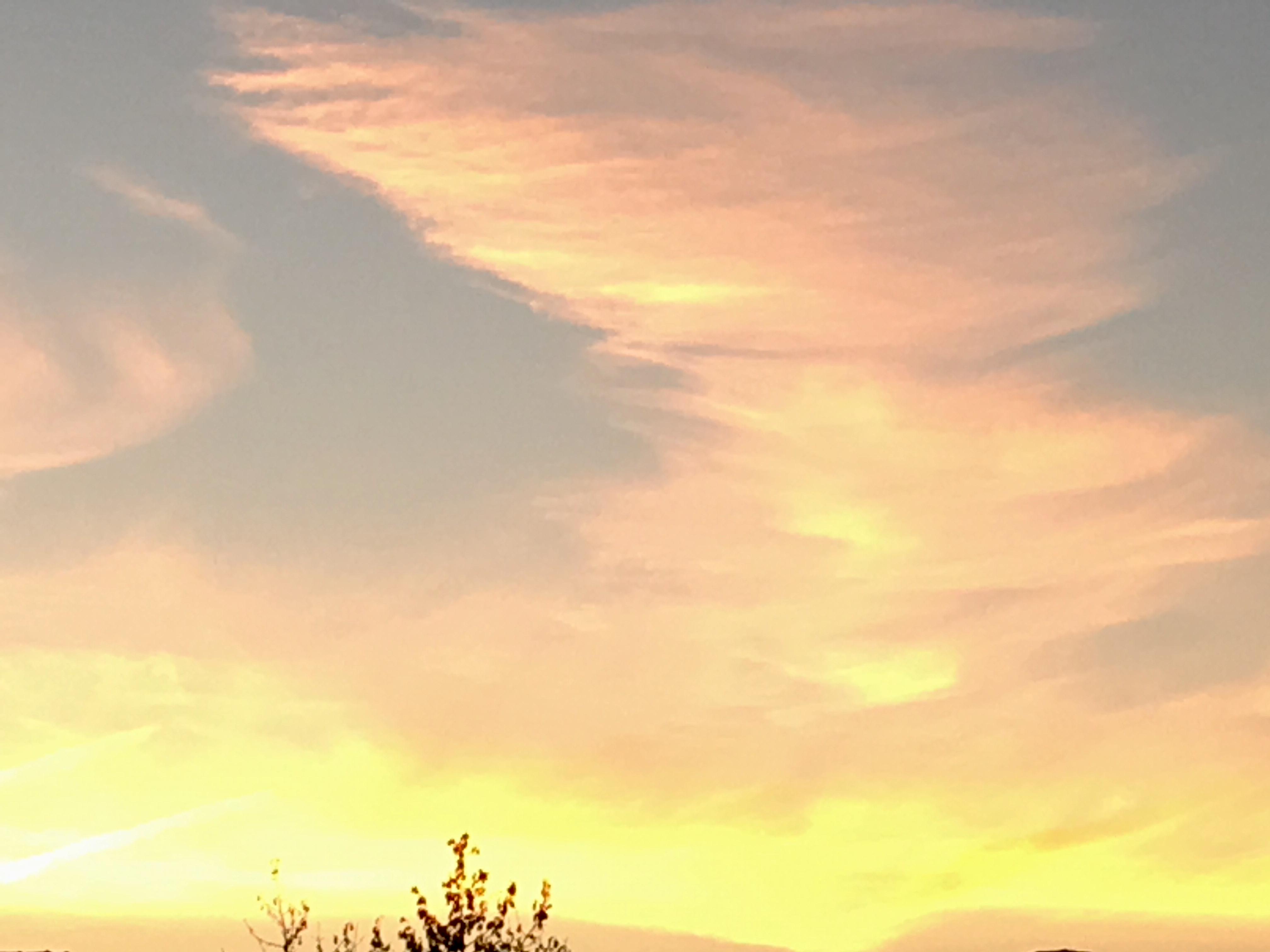 Vreemde wolken, Miep Bos op 14oktober 2018. Deel van een serie.